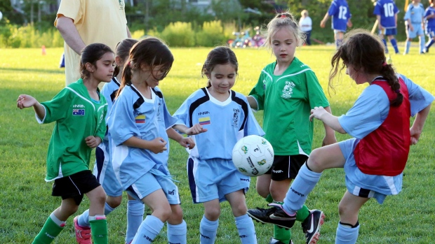 Disgraceful parental behavior during little girls game