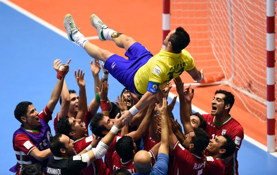 Unprecedented probably in any sport: *opponents* celebrate retiring futsal legend Falcao after defeating his Brazilian team in the Quarterfinals of the Futsal World Cup